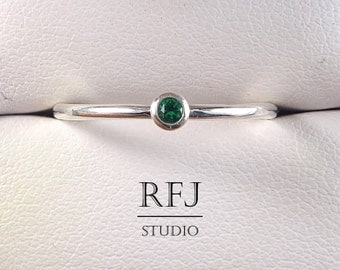 Lab Emerald Sterling Ring, Green Cubic Zirconia 2 mm Silver Ring Simulate Green Emerald Gemstone Birthstone Ring, 925 Silver Emerald Ring