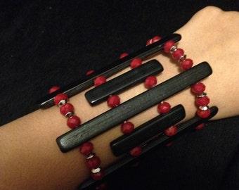 Wooden bracelet w/maroon glass beads