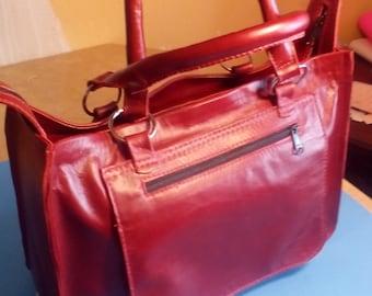 Leather messanger Handbag.
