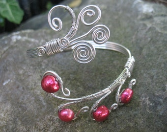 Bangle bracelet with fresh water pearls