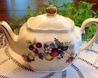 Lovely full size Sadler Teapot with original tag.