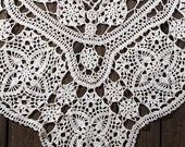 Lace shawl, in addition to the wedding dress