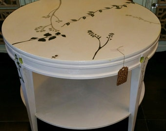 Round End Table / Vintage End Table / White End Table Vintage MERSMAN