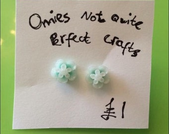 Mint flower resin earrings