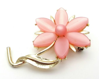 Light Pink Flower with Gold tone Metal Brooch Daisy Vintage Pin