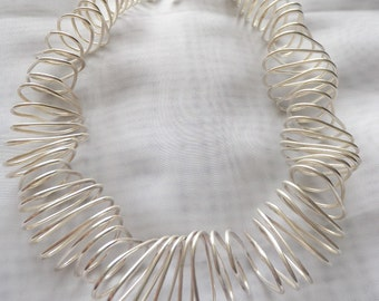 Kinetic necklace