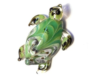 Bright Green Sea Turtle necklace, Lamp Work Glass Bead turtle pendant, ready to wear glass jewelry, Isinglass Design, glassbead, SRAJD