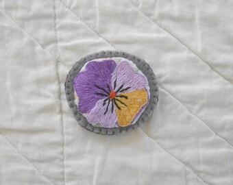little flower brooch no. 84