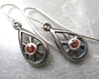 Apricot Sapphire and Sterling Silver Dangling Earrings