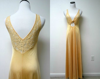 Olga . 60s 70s peach lace nightgown . size 34 . made in USA