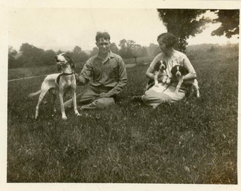 Vintage photo 1924 Man & Woman Hound Hunting Dog Puppies