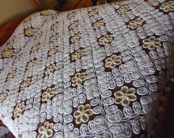 Vintage Brown Chenille Bedspread Plush Yellow Daisys White Curly Q's Beautiful