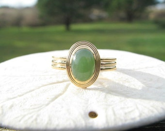 Elegant Vintage Jade Ring, Glowy Serene Green Jade Cabochon in 14K Yellow Gold, Classic Design, 3.10 grams