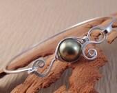 custom pea pod bracelet