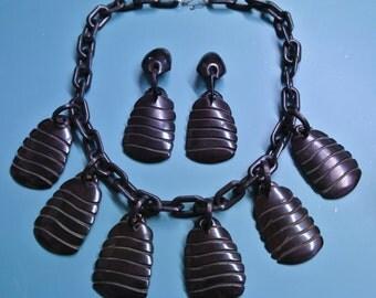 Very unusual necklace choker w 6 carwed black pendants of genuin tested vintage 1940s bakelite plastic on black plastic chain and earhangs