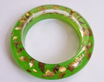 Eco resin bangle in sparkly green with gold flakes
