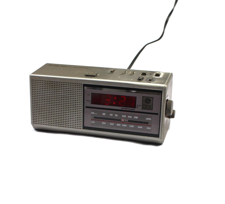 vintage general electric am fm dual alarm clock radio. Black Bedroom Furniture Sets. Home Design Ideas