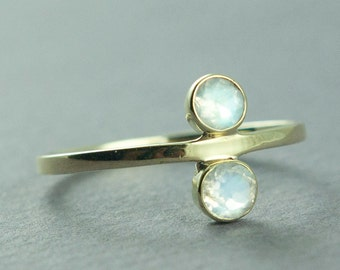 Faceted Rainbow Moonstone Ring, Gold Ring, Solid 14K Gold Ring, Delicate Jewelry, Made to Order, Free Courier Shipping