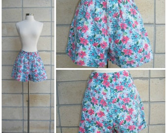 80s floral shorts, baggie style, pleated loose fit, tight waist, pink, turquoise, size S-M.