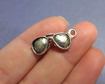 10 Sunglasses Charms (3D) 24.5x11x5mm ITEM:X22