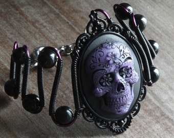 Gothic chic Jewelry - Bracelet with Purple Sugar Skull cameo