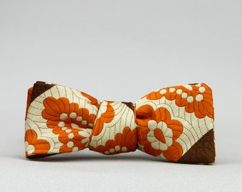 grandma's couch bow tie //  self tie bow tie  //  mod bow tie  //  totally rad