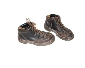 vintage Doc Martens 90s grunge lace up Dr Marten hiking boots vintage Docs size 7