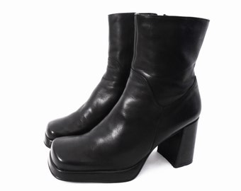 90's black PLATFORM ankle boots // zip boots // chunky heels // vintage square toe boots // size 6.5 - 6 1/2