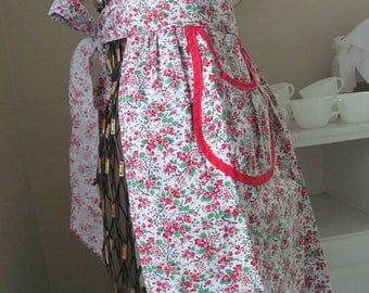 Vintage Half Apron - Sweet Pink & Red Roses with Pocket Piping - Very Nice