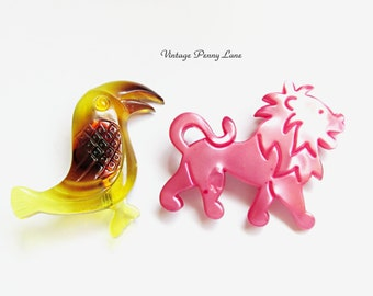 2 Vintage Plastic Pins, Tucan Bird / Lion