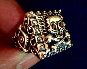 Tita's Pirate Ring Ruby eyes skull and crossbones