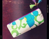 OOAK patchwork zipper clutch ((( tropical swirl  )))  handmade bag from vintage Hawaii fabric morsels