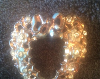 Vintage heart brooch with rhinestones and bows