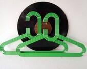 Vintage Mod Retro Green Chunky Clothes Hangers Clothing Display Plastic Hangers Storage Closet Organizer