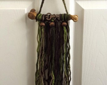 COYOTE Femur And Rusted Key Witchy Wall Hanging - Virgin Wool Multicolor Earthy Yarn - Pine Wood Beads - Magick - Spell - Ritual - Energy