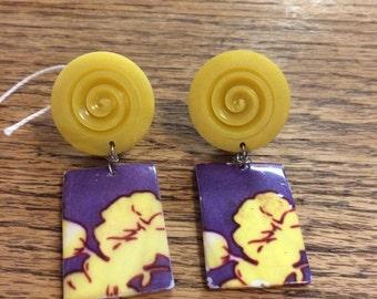 Vintage earrings bakelite/ glass