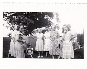 vintage photo Women Get Together Old Car Teen Girl Men 1940s snapshot Family