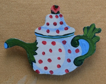 Cute Vintage Red, White, Green Wooden Teapot Pin (Z8)