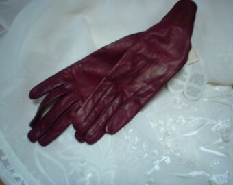Vintage kid leather Sax's Fifth Ave Gloves 6 1/2 with tags