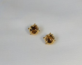 Vintage gold tone with TIGER EYE Clip on Earrings.