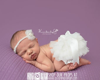 RTS Ivory Ruffle Diaper Cover, Newborn Girl Photography Props, ChaLk Bow Baby Diaper Cover,  Newborn Photo Props, Bloomers, New Baby Gift