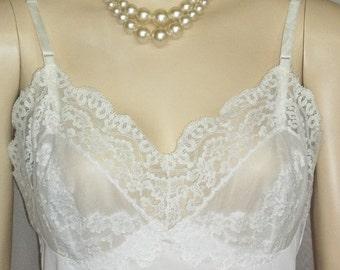 HOT SALE Vintage Hollywood Vassarette Full Slip White 34 Lacy Lace
