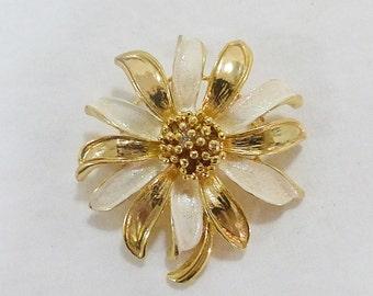 Vintage flower brooch pin gold tone enamel floral