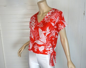 70s / 80s Hawaiian Blouse in Red & White Floral- 1970s- Short Sleeves
