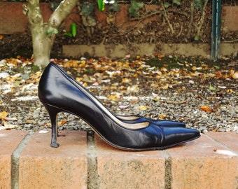 Manolo Blahnik ONYX leather pointed toe pumps - ( Sz 7.4, Eu 38 )