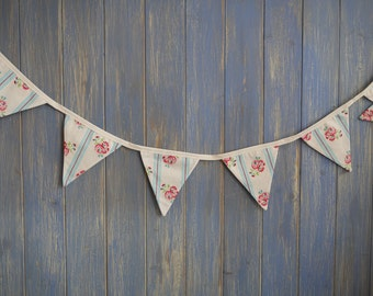 Small Classic Bunting. This lovely floral strand is 2m long.