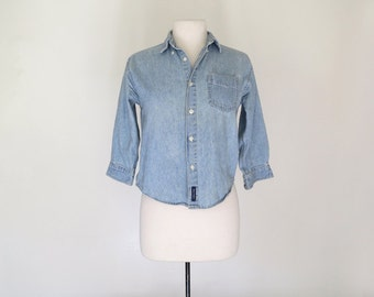 CHAMBRAY // 90s blue denim chambray button down top / S M