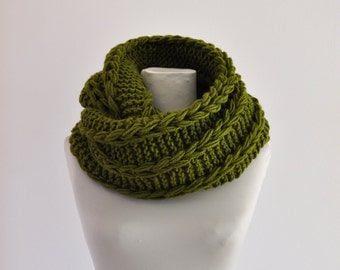 Infinity Scarf, Chunky Knit Scarf, Cowl, Loop Scarf, Green, Winter Accessories