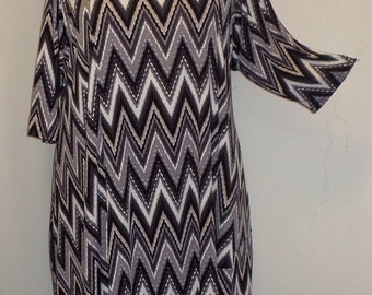 Plus Size Tunic, Coco and Juan Plus Size Asymmetric Tunic Top Black White Gray Zig Zag  Traveler Knit Size 1 (fits 1X,2X)   Bust 50 inches