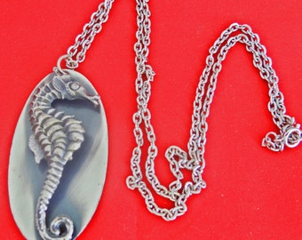 """Vintage NOS New old stock, in storage since the 60s-24"""" silver tone necklace with 2.5"""" Sea Horse pendant in unworn condition"""